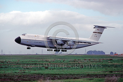 C-5USAF 0016 A landing Lockheed C-5 Galaxy USAF 90010 MAC Travis AFB military airplane picture by Peter J Mancus