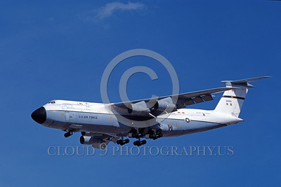 C-5USAF 0010 A landing Lockheed C-5 Galaxy USAF 700462 4-1981 military airplane picture by Michael Grove, Sr