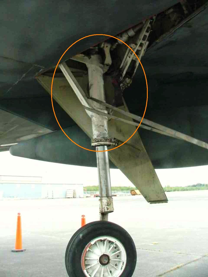 Boeing B-52G Wing Outrigger Gear. Circled is the strut assembly similiar to the fragment located on Hunts Mesa.