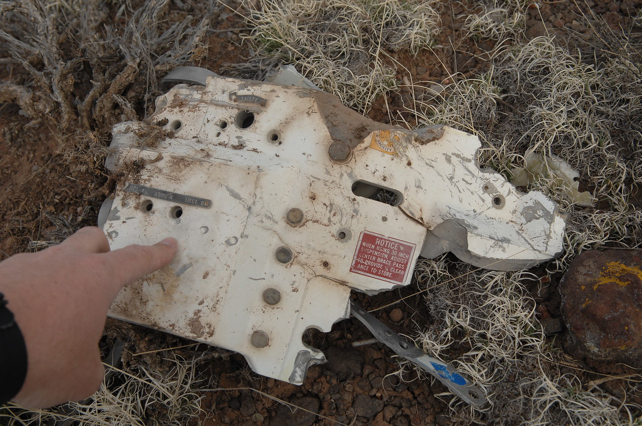 This fragment had a few placards attached. (2008 LostFlights)