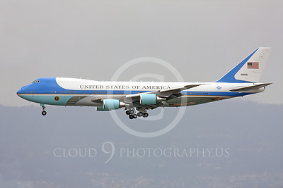 VC-25A 00006 Left side of a flying USAF VC-25A, 28000, a Boeing 747-200B, aka Air Force One, on final approach to land at SFO, military airplane picture, by Peter J Mancus