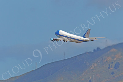 VC-25A 00037 A USAF Boeing VC-25A, 28000, aka Air Force One, climbs for altitude after taking off from SFO on 21 April 2011 carrying President Obama, by Peter J Mancus