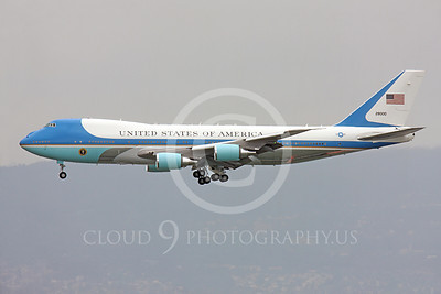 VC-25A 00007 Left side profile of a flying USAF VC-25A, 28000, a Boeing 747-200B, aka Air Force One, on final approach to land at SFO, military airplane picture, by Peter J Mancus