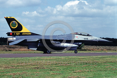 EE-F-16Forg 00016 A static Lockheed Martin F-16 Fighting Falcon Belgium Air Force jet fighter 1 Sqd STINGERS 8-2002 military airplane picture by Marinus Tabak