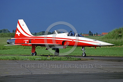 SAFPS-F-5 00001 A taxing Swiss Air Force Northrop F-5E Freedom Fighter PATROUILLE SUISSE aerobatic flight demonstraton team military airplane picture 7-1996 by Marinus Tabak