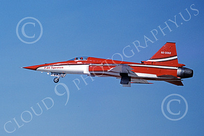 F-20 Tigershark 00008 A flying red and white Northrop F-20 Tigershark prototype 820062 12-1982 airplane picture by Michael Grove, Sr