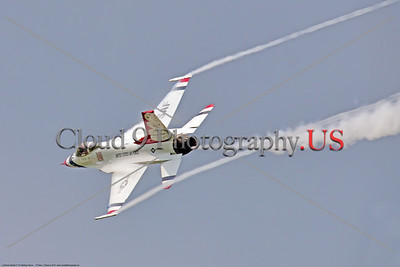 TB-F-16 00020 A USAF Thunderbird F-16 solo pilot makes a high speed banking pass creating beautiful wing tip vortex ribbon trails at the 2018 Thunder Over Michigan airshow, military aviation photography by Peter J  Mancus     851_3225     DWT