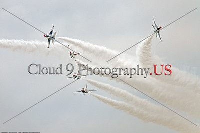TB-F-16 0164 Five USAF Thunderbird F-16s begin a crowd pleasig maneuver during the 2018 Thunder Over Michigan airshow, military aviation photography by Peter J  Mancus     851_0176     DWT
