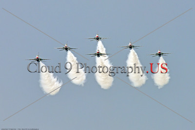 TB-F-16 0032 A nice head-on view of six flying USAF Thunderbird F-16 Fighting Falcons jet fighters with smoke trail at the 2018 Thunder Over Michigan airshow, military aviation photography by Peter J  Mancus     851_3316     DWT