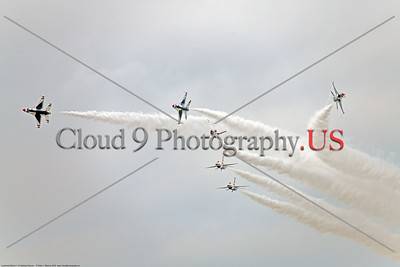 TB-F-16 0134 All six USAF Thunderbird F-16s begin a crowd pleasig maneuver during the 2018 Thunder Over Michigan airshow, military aviation photography by Peter J  Mancus     851_0176     DWT