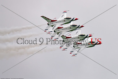 TB-F-16 0056 Four of the USAF's Thunderbirds' F-16 Fighting Falcons make a low banking pass at the 2018 Thunder Over Michigan Airshow, military aviation photography by Peter J  Mancus     851_9995     DWT