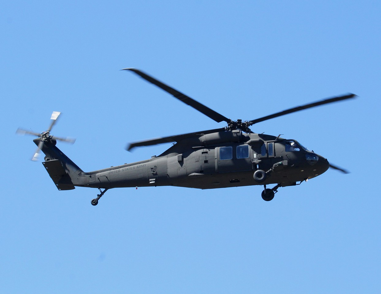 ARMY2743 on low approach at Tweed-New Haven (KHVN)