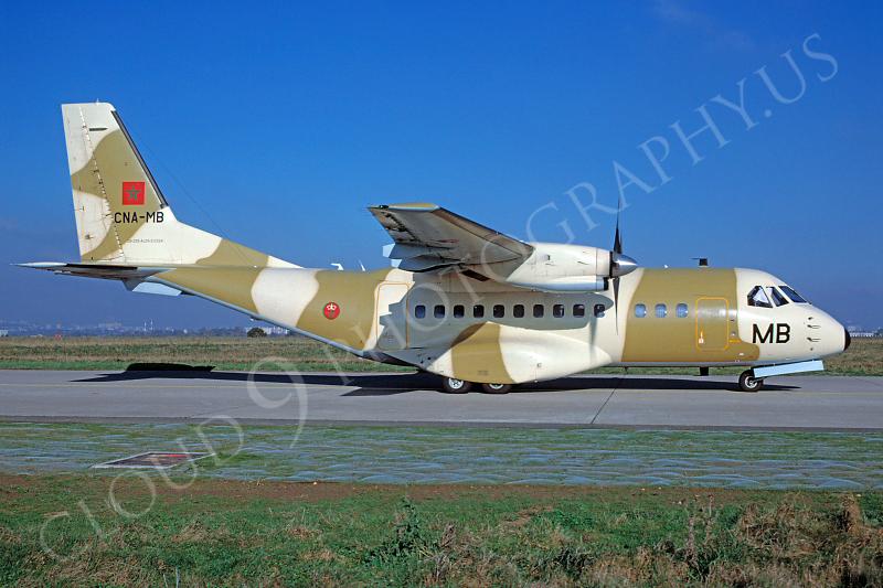 طائرات النقل العاملة بالقوات المسلحة المغربية - صفحة 2 CASA%20C-295M%2000003%20CASA%20C-295M%20Tunisian%20Air%20Force%20CNA-MB%20November%202001%20via%20African%20Aviation%20Slide%20Service-L