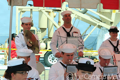 0m2q7740-uss russell-homecoming-shipyard-pearl harbor-oahu-hawaii-august 2010