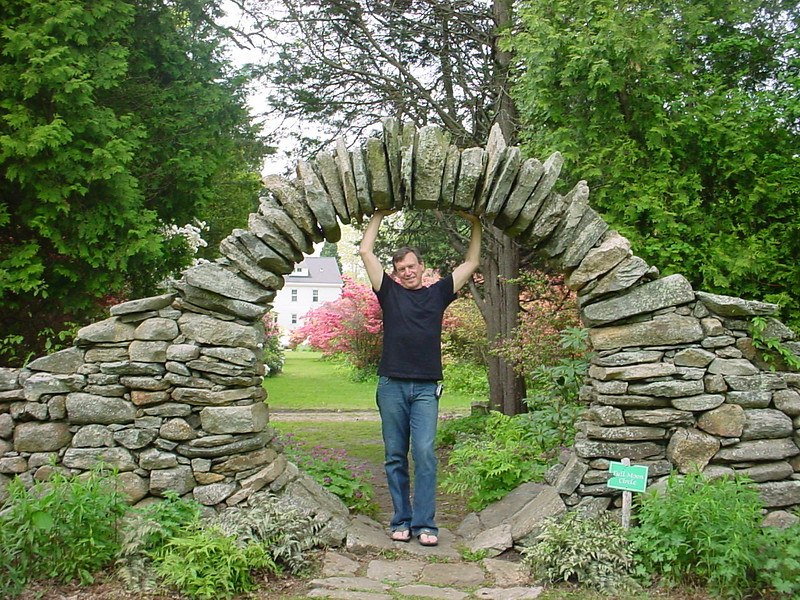 My good friend Doug Huffman (ex-USAF), the ONLY computer guy to know. I want a gate like that!!!