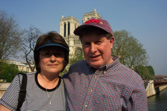 Ritaclare & Mike (ex-USAF) Streb in front of the REAL Notre Dame!!!! Bien Venido Amigos (no pale vu france').