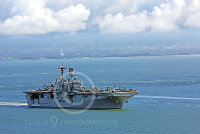 USNWS 00077 The USS Bonhomme Richard (LHD-6), a US Navy amphibious assault ship, seen as it moves in San Francisco Bay, by Peter J Mancus