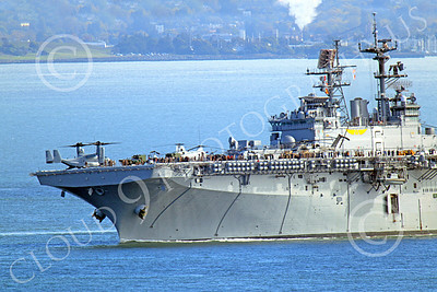 USNWS 00052 The USS Bonhomme Richard (LHD-6), a US Navy amphibious assault ship, leans rather hard to the right as it turns left, in San Francisco Bay, by Peter J Mancus
