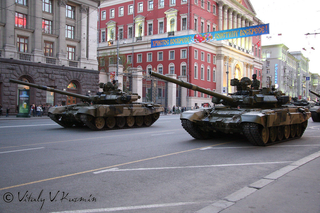 Т-90 (T-90 main battle tank)