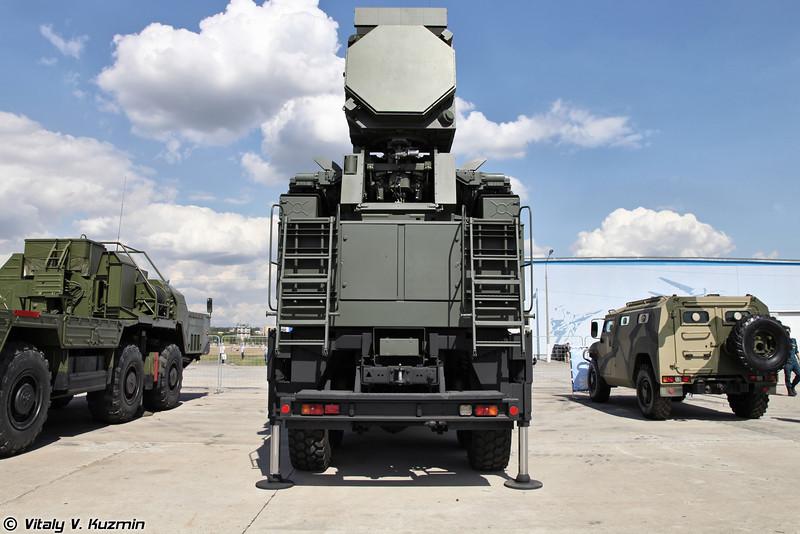 Боевая машина 72В6-Е4 с радиолокационным модулем станции обнаружения целей S-диапазона ЗРПК Панцирь-С (Pantsir-S system combat vehicle 72V6-E4 with new S-band radar)