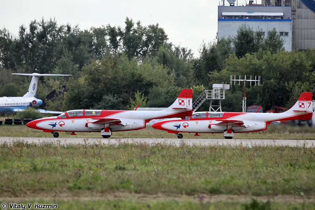 Пилотажная группа ВВС Польши Bialo-Czerwone Iskry на самолетах PZL TS-11 Iskra (Polish Air Forces Bialo-Czerwone Iskry aerobatics team)