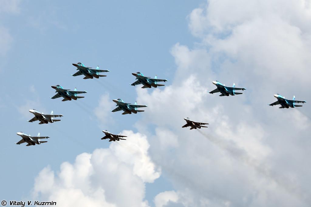 Групповой проход Су-34, Су-27СМ3, Су-27СМ и МиГ-29 из Липецкого авиацентра (Flypast of Su-34, Su-27SM3, Su-27SM and MiG-29 from Lipetsk aviation center)
