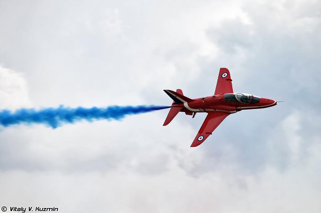 Пилотажная группа Королевских ВВС Великобритании Red Arrows на самолетах Hawk T1 (Royal Air Force Red Arrows aerobatics team)