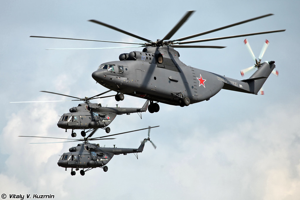 Проход Ми-26 и Ми-8 (Mi-26 and Mi-8 flypast)