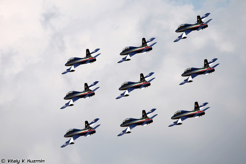 Пилотажная группа ВВС Италии Frecce Tricolori на самолетах Aermacchi MB-339 (Italian Air Force aerobatics team Frecce Tricolori)