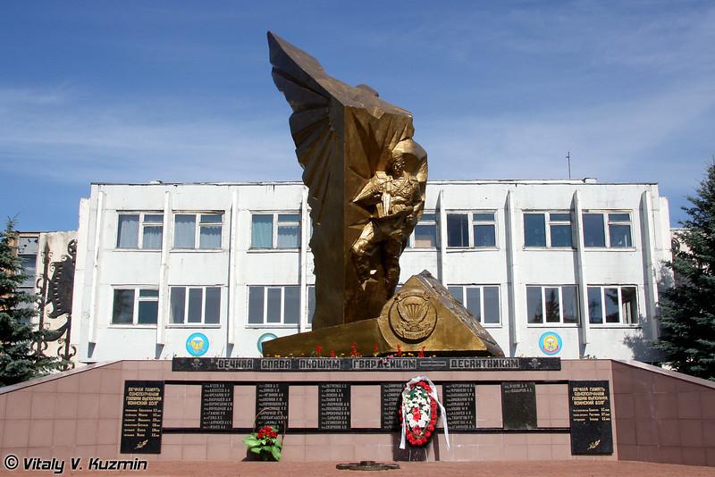 Памятник павшим воинам-десантникам (Monument to the fallen Heroes)