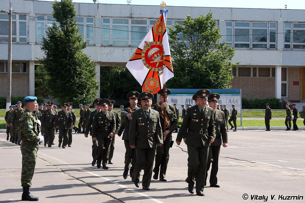 Прохождение торжественным маршем. Боевое знамя 1182 артполка (March past. 1182 Artilley regiment banner)