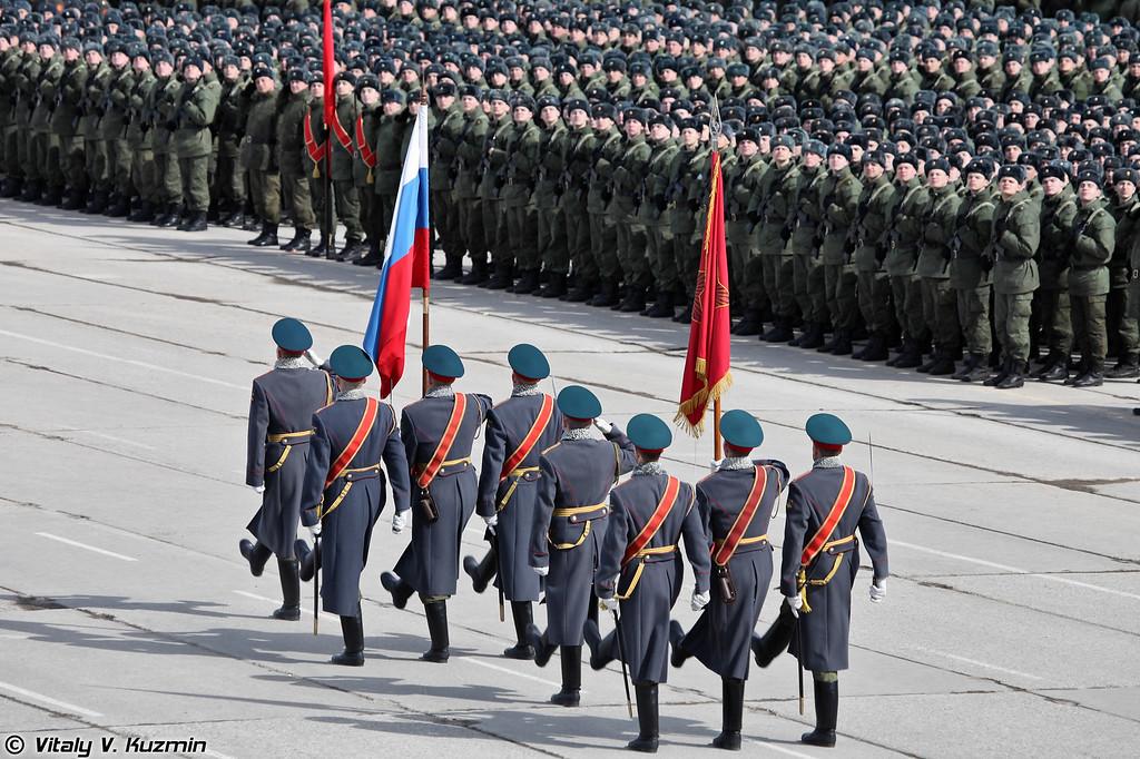 Знаменная группа с Государственным флагом Российской Федерации и Знаменем Победы (The State flag of the Russian Federation and The Banner Of Victory)