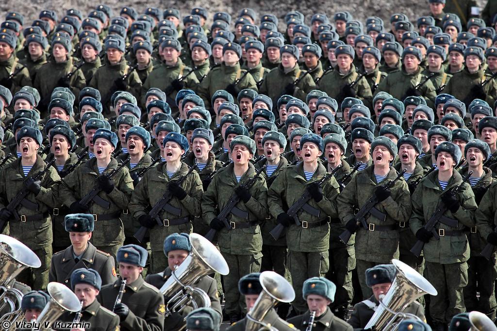 Воины-десантники приветствую министра обороны (Airborne troops)