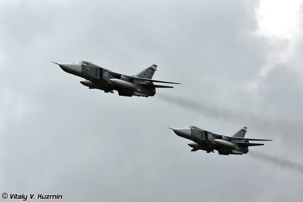 Перед десантированием личного состава и техники пара Су-24 ракетно-бомбовым ударом условно уничтожила часть средств ПВО, техники и живой силы предполагаемого противника. (Before the operation Su-24 destroyed enemy's air defence systems)