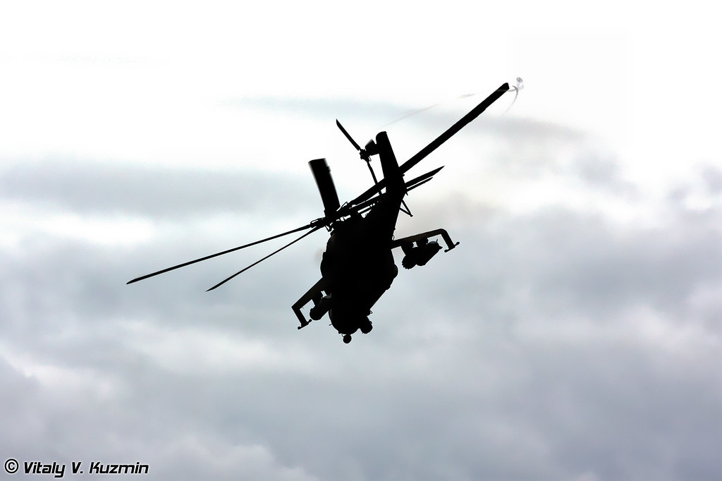 После завершения десантирования личный состав приступил к выполнению поставленной задачи. Сначала по противнику отработала авиация. Пара Ми-24 из 378-й авиационной базы армейской авиации в Вязьме. (After the landing and before the assault Mi-24 from 378th Air Force base struck the enemy lines)