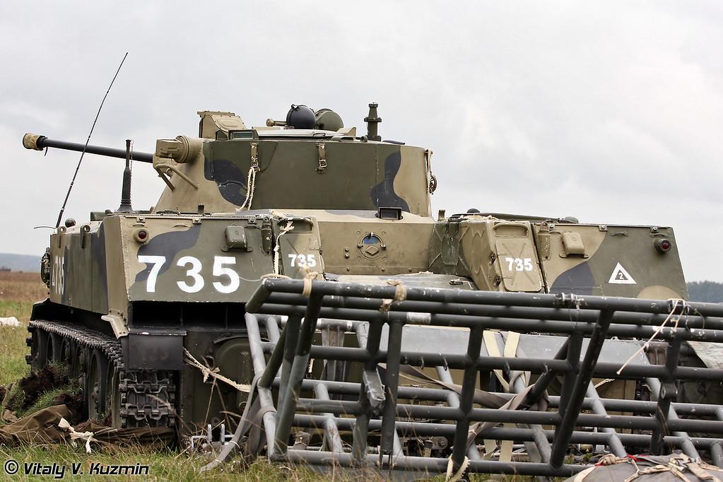 БМД-2 137-го парашютно-десантного полка после десантирования (BMD-2 from 137th Guards Parachute Landing Regiment after the landing)