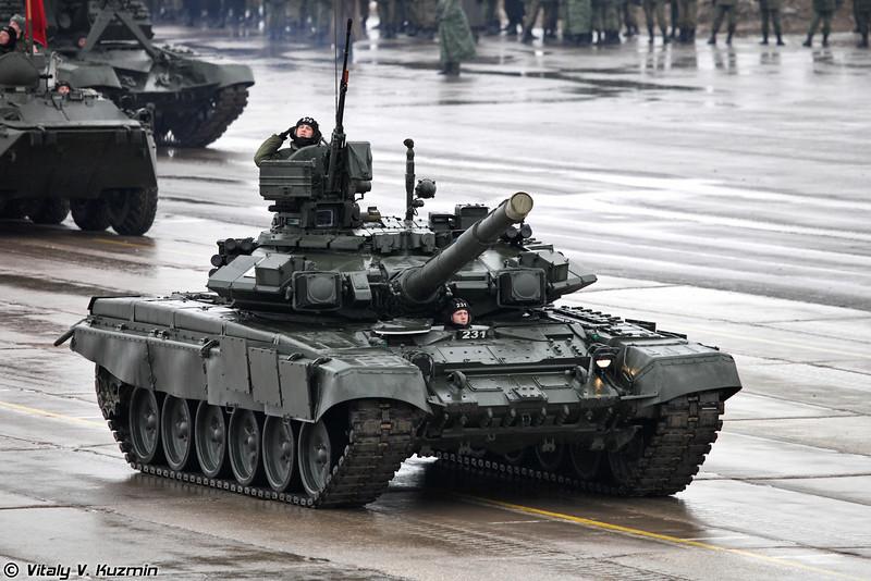 Танки Т-90А из состава 27-й отдельной мотострелковой бригады (T-90A tanks from 27th Separate Motor Rifle Brigade)