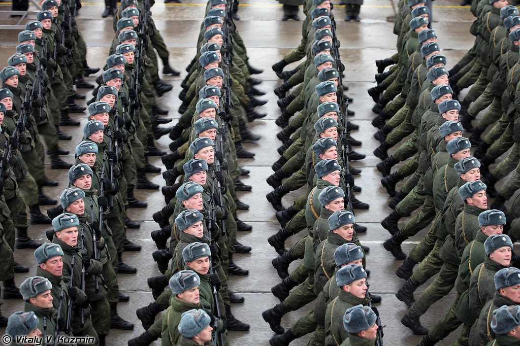 ВДВ России представлены 217-м и 331-м парашютно-десантными полками 98-й гвардейской воздушно-десантной дивизии. (Russian Airborne troops are represented by 217th and 331st Airborne Regiments of 98th Guards Airborne Division.)