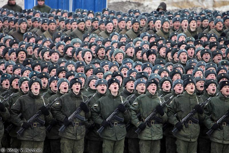 Внутренние войска МВД России представлены парадным расчетом Отдельной дивизии оперативного назначения. (Internal troops Separate Operational Purpose Division.)