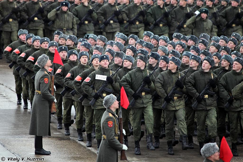 Военнослужащие 4-й отдельной танковой бригады. (Soldiers from 4th Separate Tank Brigade.)