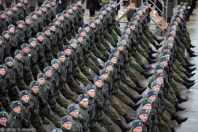 Специальные войска представлены батальонами Железнодорожных и Инженерных войск, а также батальоном войск РХБ защиты. (Special troops are represented by parade battalions from Railway troops, Engineer troops and CBRN defence troops.)