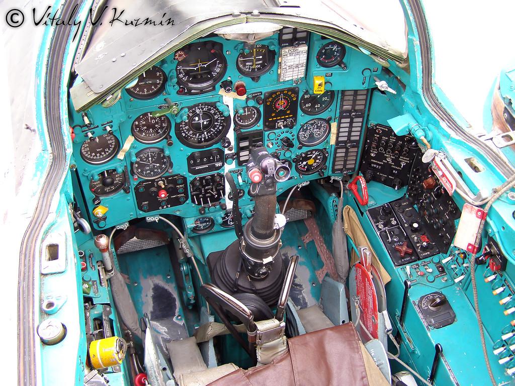 МиГ-25 (MiG-25 cockpit)