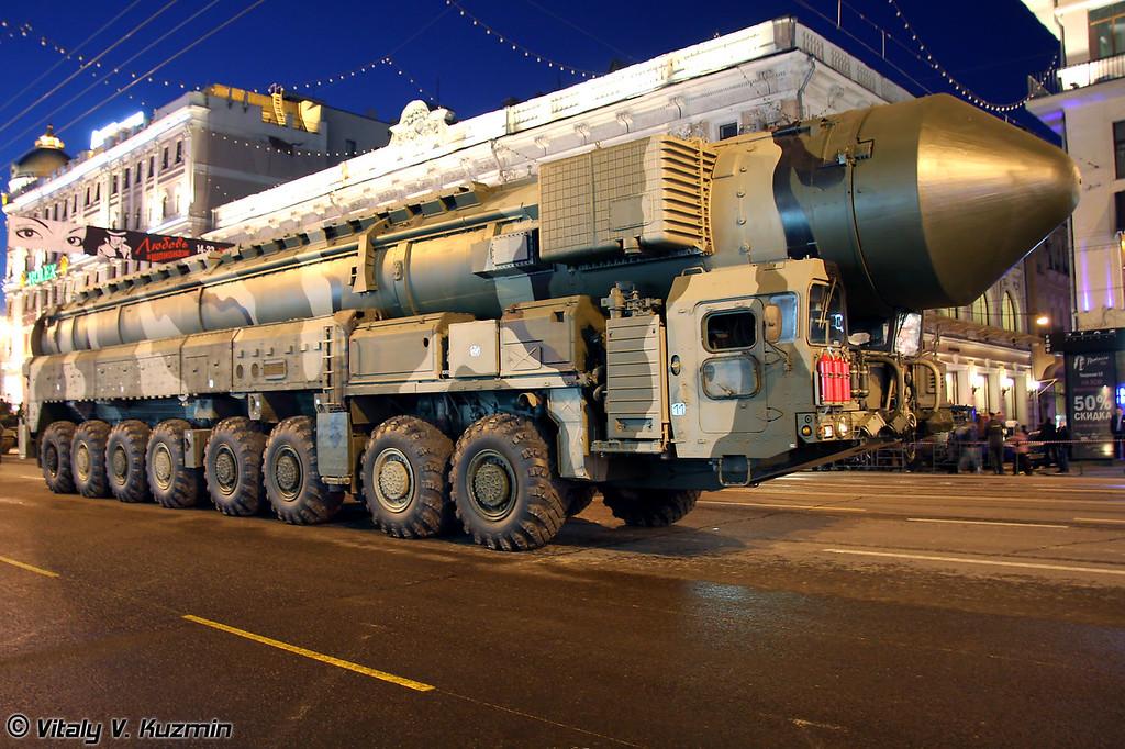 Пусковая установка комплекса РТ-2ПМ2 Тополь-М (RT-2PM2 Topol-M system transporter erector launcher)