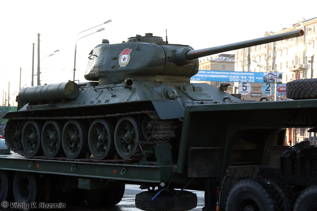 T-34 и КАМАЗ-65225 (T-34 and KAMAZ-65225)
