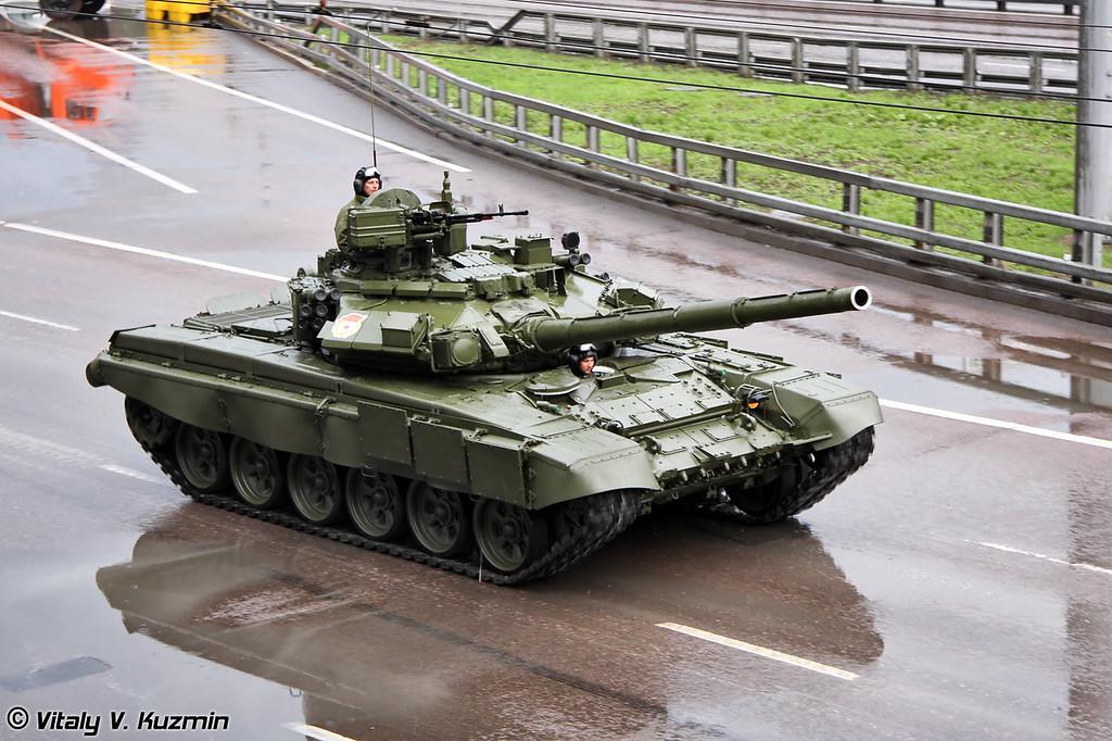 Танк Т-90А (T-90A main battle tank)