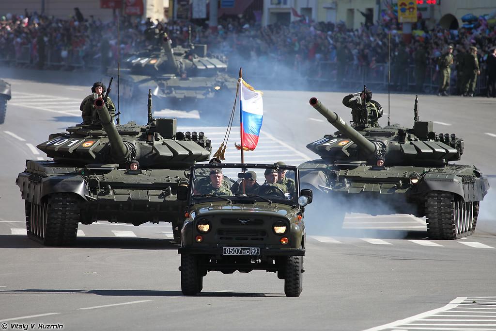 УАЗ-3151 и Т-72Б3 (UAZ-3151 and T-72B3)