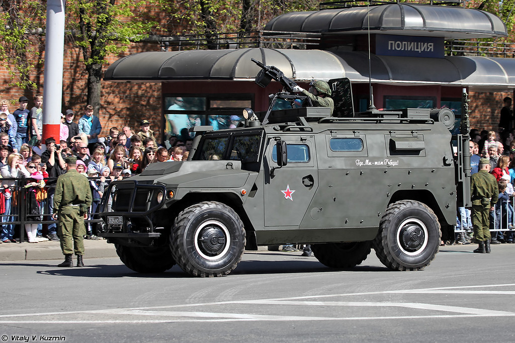Неопознанная модификация автомобиля на базе АМН 233114 Тигр-М (Unknown modification of armored vehicle on AMN 233114 Tigr-M base. According to the specific equipment, most probably this is a new version of command and signal vehicle)