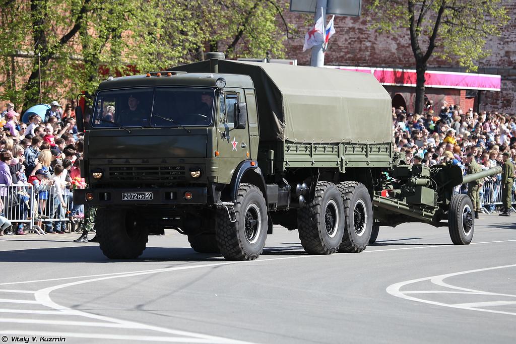 КАМАЗ-43114 буксирует 100-мм противотанковую пушку МТ-12Р (KAMAZ-43114 with 100mm gun MT-12R)