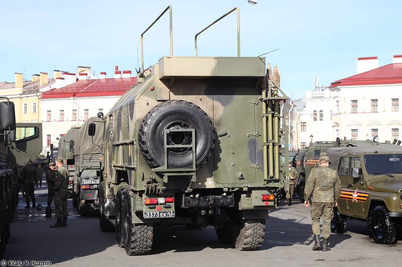 Командно-штабная машина Р-149АКШ-1 (R-149AKSh-1 command and signal vehicle)