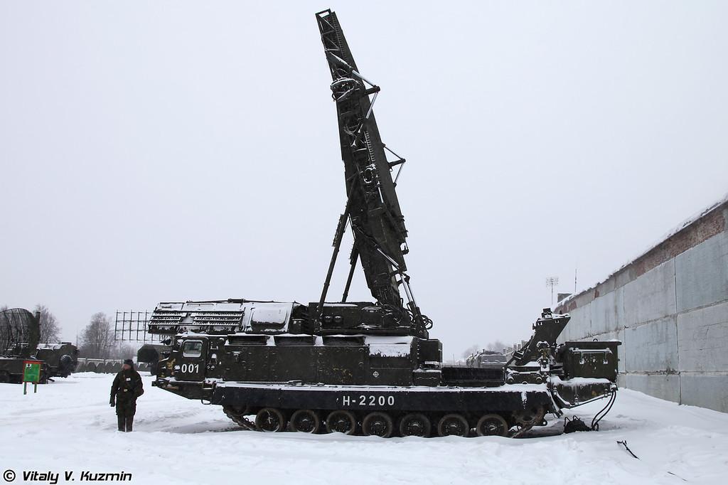 РЛС 9С15М Обзор-3. (9S15M Obzor-3 acquisition radar.)